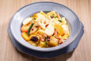 みなとみらいのイタリアンレストラン[chef's V]で楽しめる根菜カルボナーラ